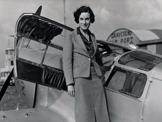 Jean Batten and her Percival Gull (Image: Archives New Zealand/CC BY-SA2.0)