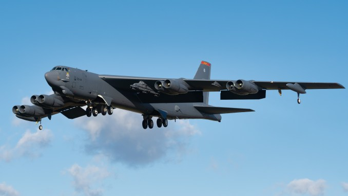B52 60-0044 Landing (Image: Jamie Woodhouse-Wright)