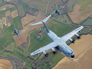 Airbus A400M refuels two H225 helicopters