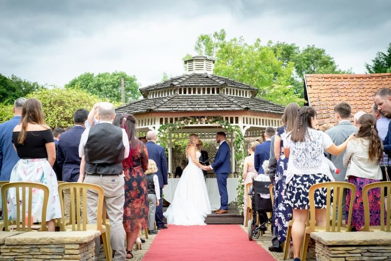 You can marry outside at this venue too!
