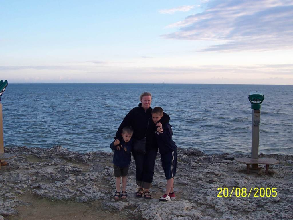 Bonne Anse Plage - mother & sons by the Atlantic