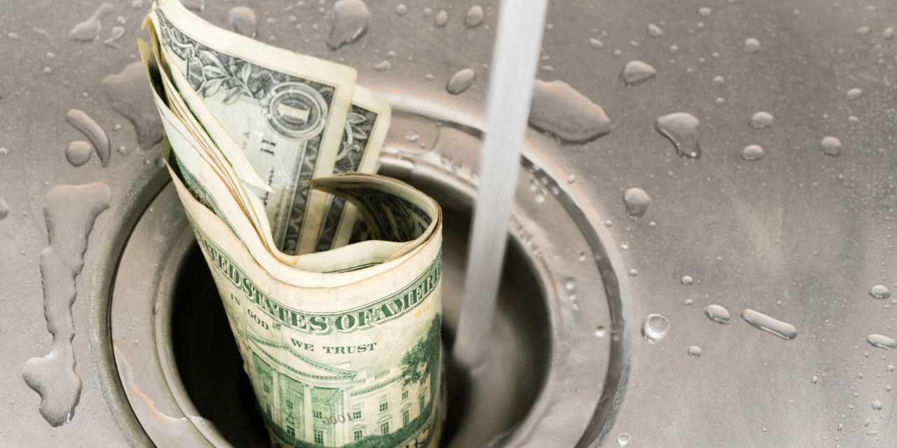 Top Money-Wasting Habits When Buying Gas