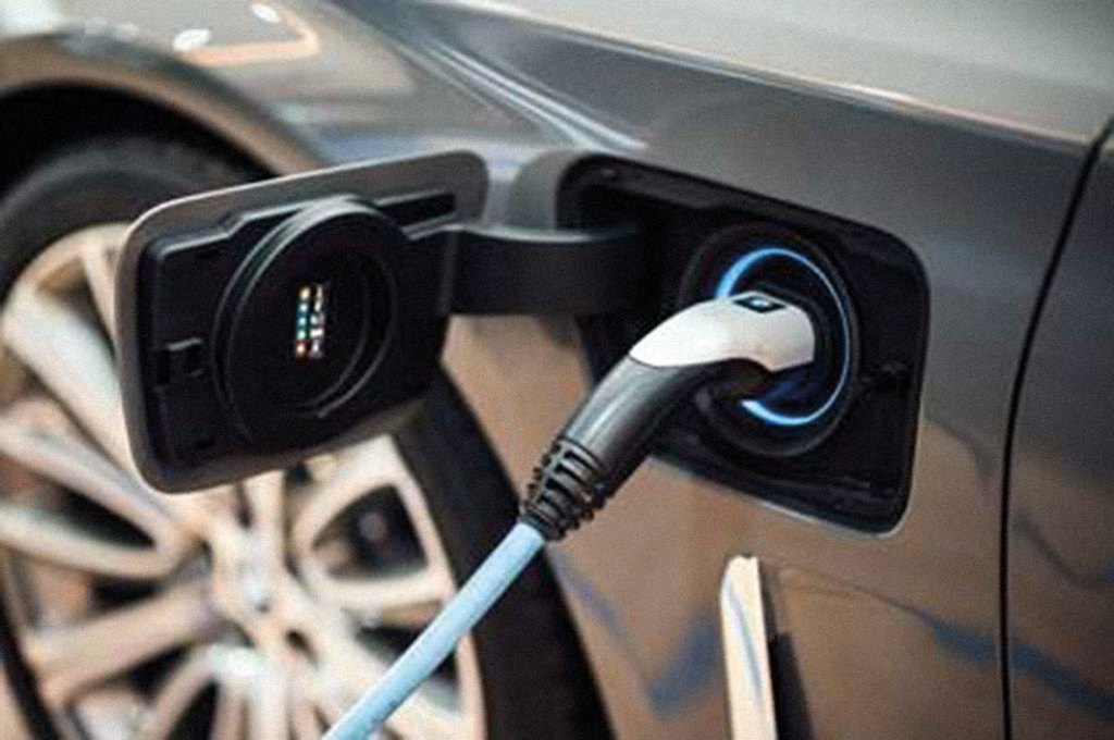 EVs and HEVs pose a number of new fire risks.
