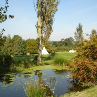1Tipi_beduin_and_moat_950_(2)