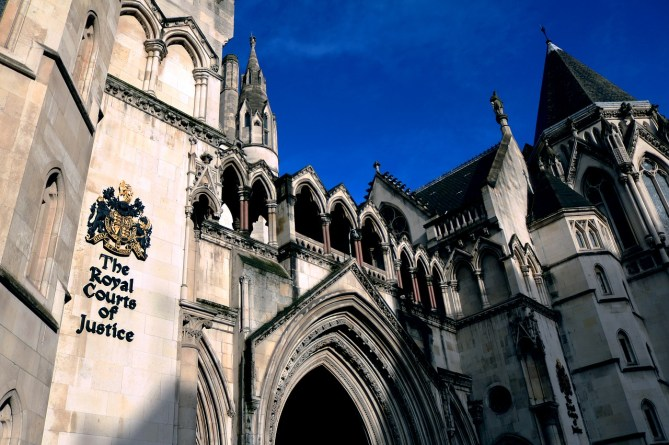 the-royal-courts-of-justice-1648944_1280