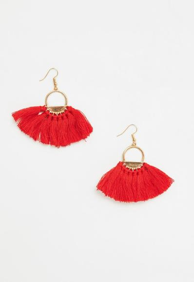 You need these fringe earrings for the spring and summer!