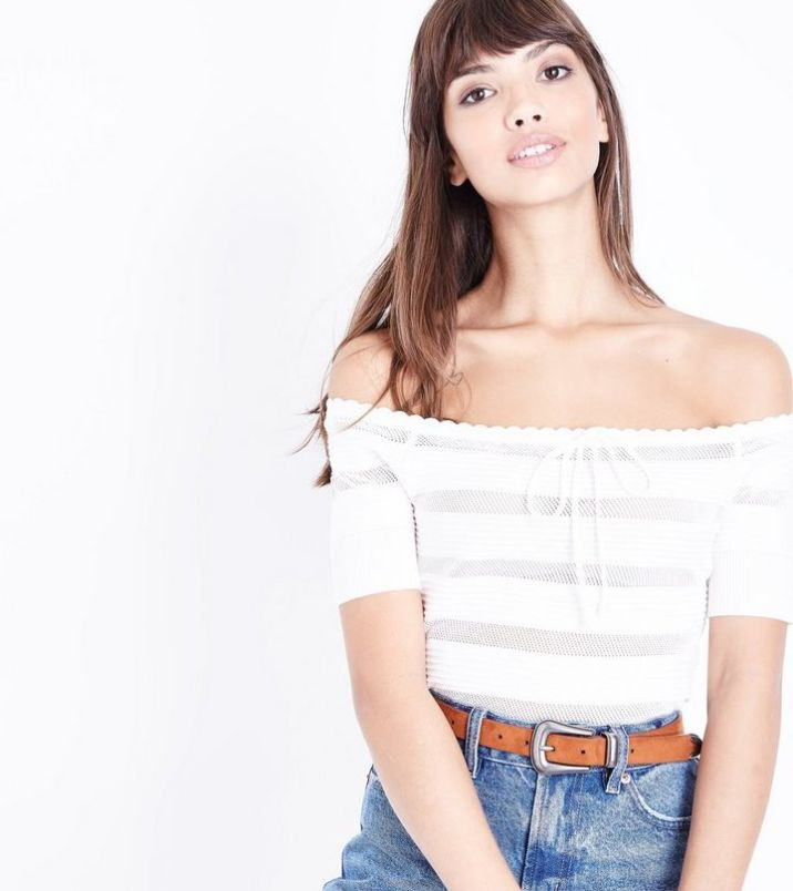 d9543054db4f3 12 Sexy Off The Shoulder Tops You ll Definitely Want To Wear