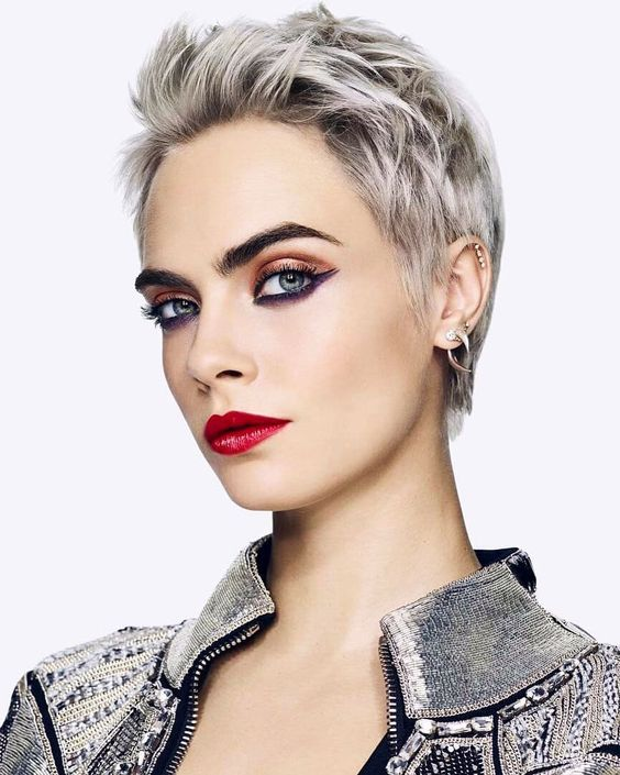 Find out why these cute short grey hairstyles are so trendy!