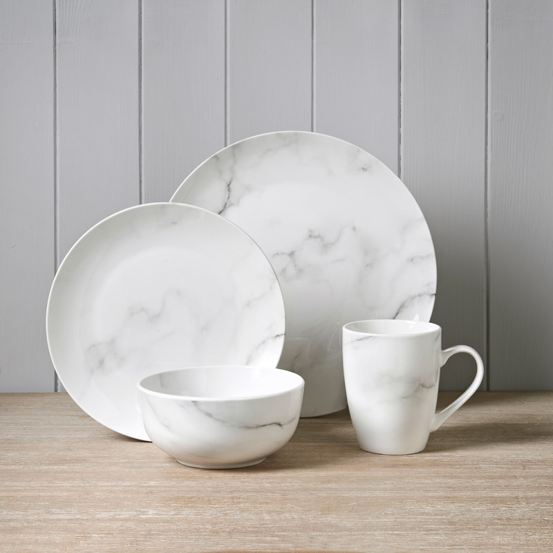 Take a look at these decorative dish sets for your flat!