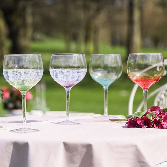 Our selection of glasses for gin and tonic are the cutest! Make sure you check these gin and tonic glasses in our article.