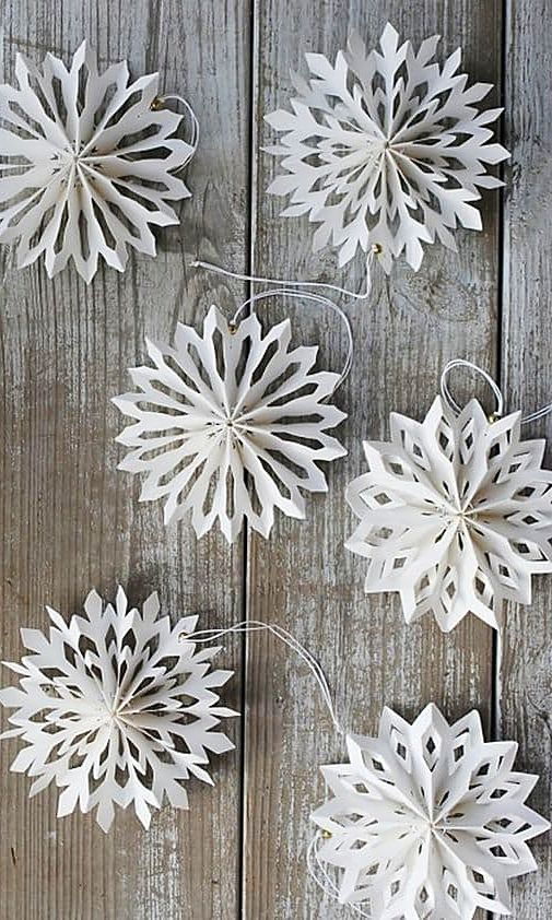 25 Beautiful DIY Christmas Ornaments