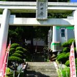 境内階段を電車が通過する珍スポット 山形県・山寺千手院