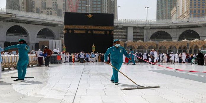 Saudi Arabia Reopens Mecca, Medina Holy Sites After Coronavirus