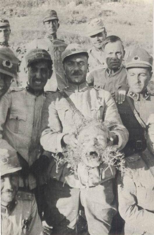 Before it was Isis. Турецькі військові з відрізаною головою в Дерсімі.