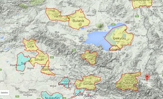 Желтым выделены территории, на которых объявлено самоуправление, синим — места, где введен комендатский час и происходят бои