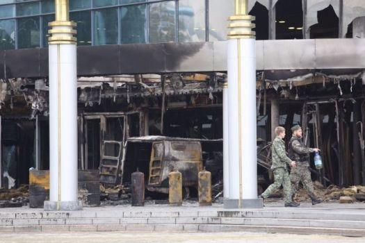 Последствия теракта в Екатеринбурге. Православный активист въехал машиной, начиненной газовыми баллонами, в кинотеатр, где демонстрировался фильм. Фото: Znak.com