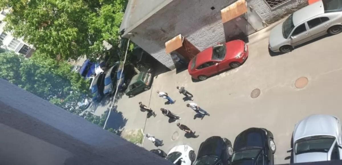 Неизвестные окружили здание ВККС и заблокировали ее работу ...