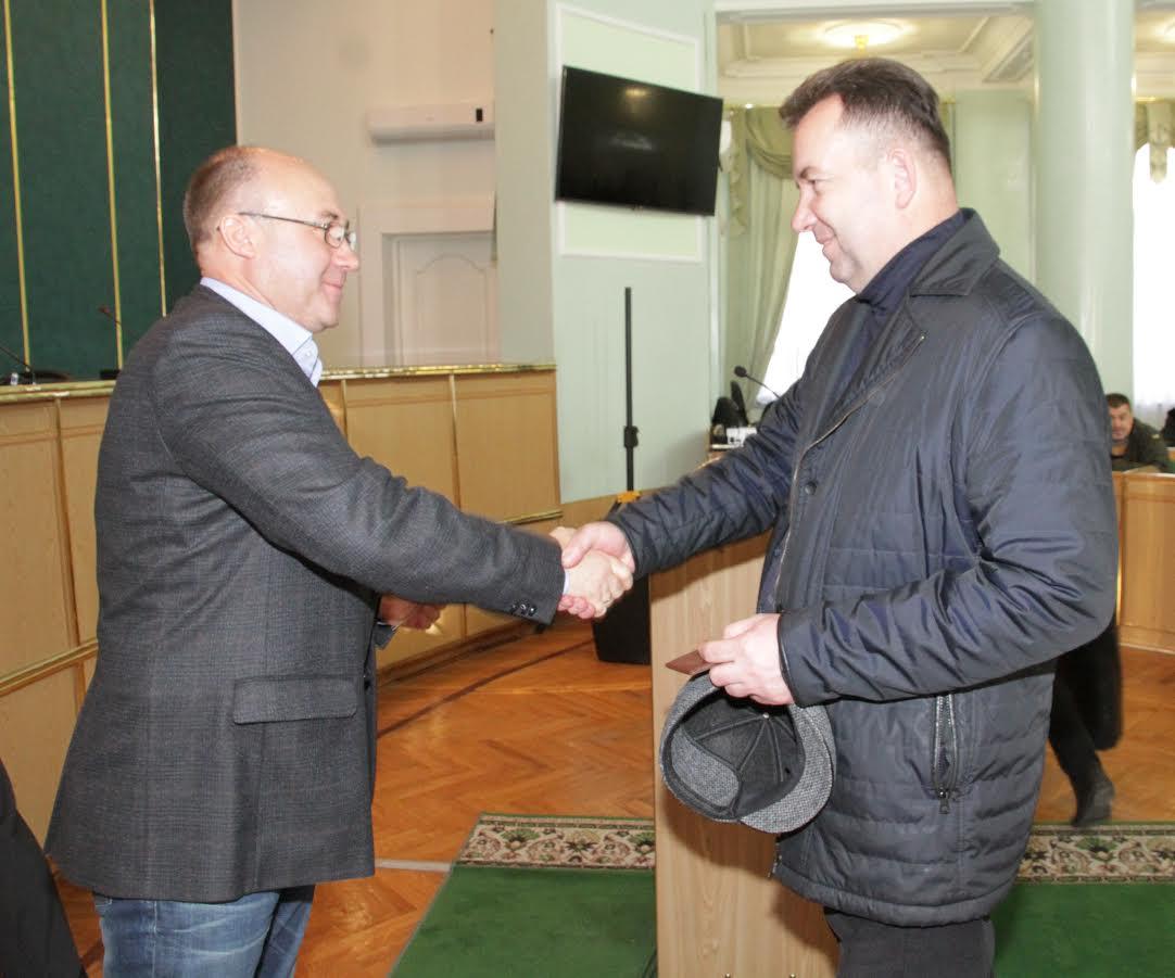 На Хмельниччині учасники АТО отримали соціальні картки