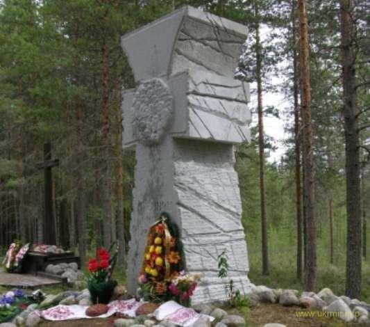 Казацкий крест — памятник погибшим украинцам на мемориальном кладбище «Сандормох».
