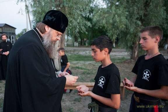 Убивать людей нужно православно! За веру и царя. А если самих убьет — так ничего страшного. Будет вам за это вечная жизнь в раю.