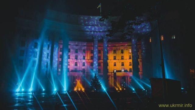 Будівля міністерства закордонних справ - у новому для себе світлі: