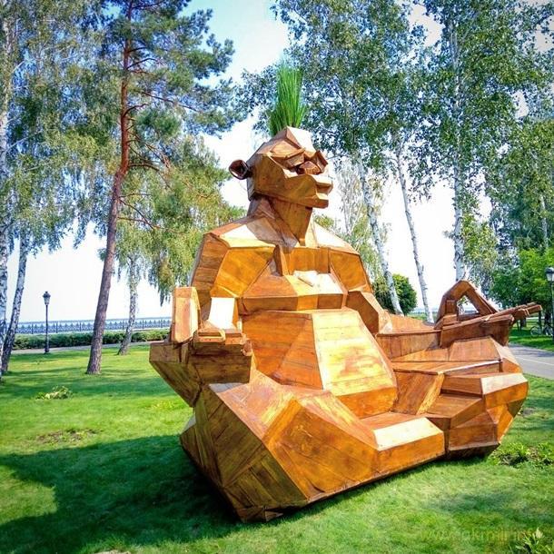 В Межигір'ї поставили пам'ятник Януковичу