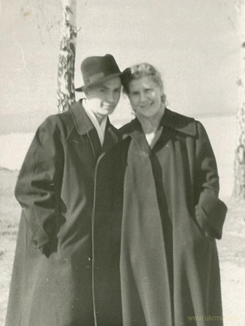 Мои бабушка и дедушка весной 1955 года. Фото из архива Таисии Фоминой