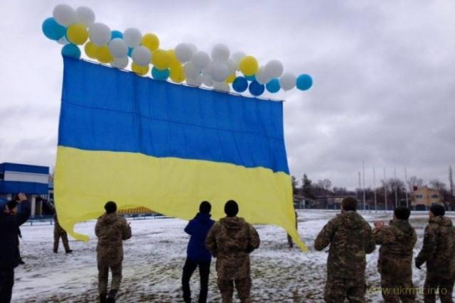 В оккупированный Луганск отправили огромный украинский флаг