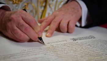 Российские журналисты нервно шептали: «Он таки подписал»