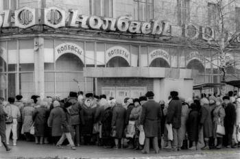Были коммунисты - была колбаса по 2,20. Пришли демократы - не стало колбасы по 2,20.