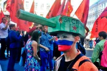 Почему весь мир празднует день победы 8 мая, а Россия 9