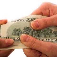 Щоб не втратити придбане, покупцям варто заручатися згодою другого з подружжя на продаж майна