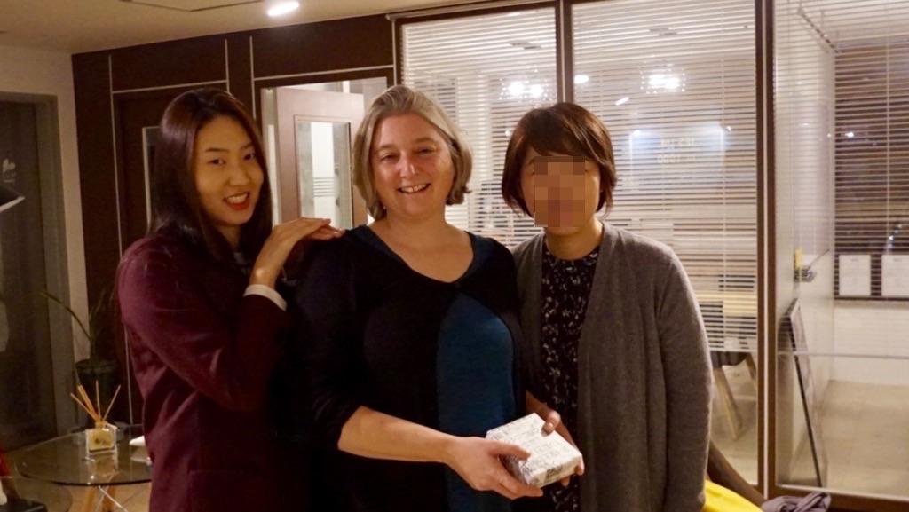 이번 9월 암스테르담 대학 진학 파운데이션을 시작한 학생분의 어머님도 Sally 교장 선생님을 만나러 와 주셨답니다.