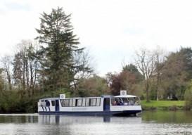 le bateau Lou Vent d'Olt navigue sur le Lot