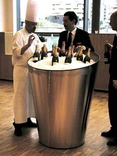 Champagnekjøler i bruk
