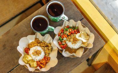 Nasi campur manger végétarien en Indonésie
