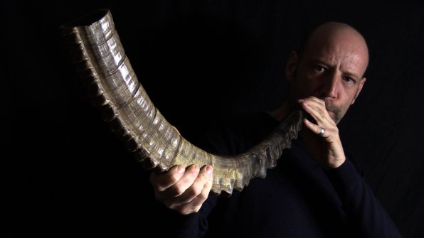 high_priest_yael_shofar