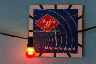 Interiör från Kutens bensin/Creperie Tati - Kommer ni ihåg Agfas filmer, kassett-/tonband och kameror?