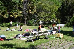 Sesión de yoga en la Fiesta de Primavera
