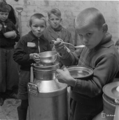 Evacuees in Heinola- hungry children