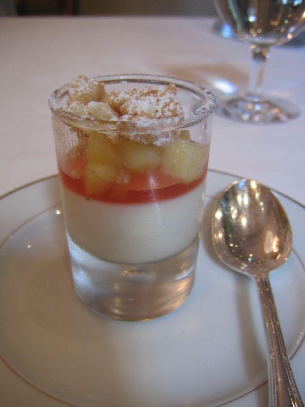 Vanilla cream, guava jelly, apple and crumble