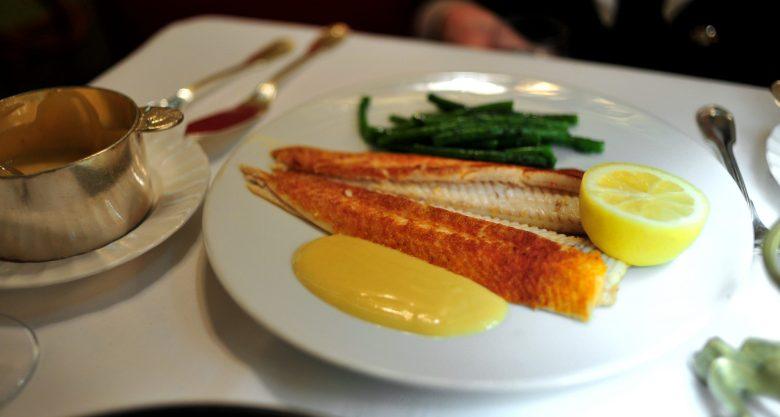 Plat Principale: La Sole Grillée, Sauce Moutarde
