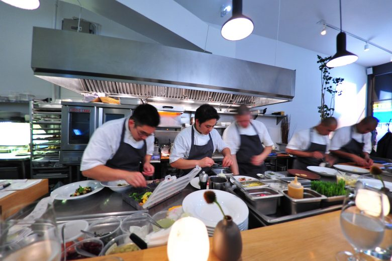 The line at commis.
