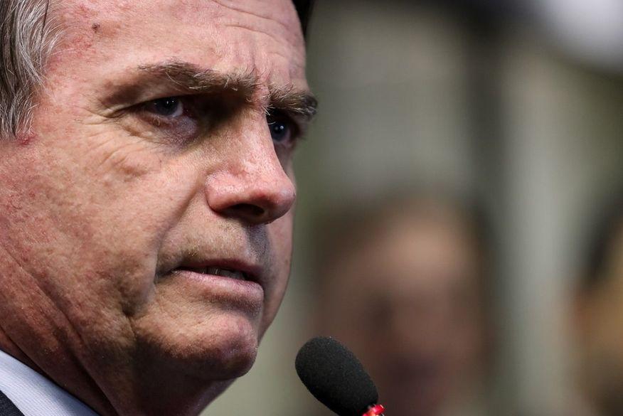 Algo muito grave acontece com nossa democracia, diz Bolsonaro após ação autorizada pelo STF