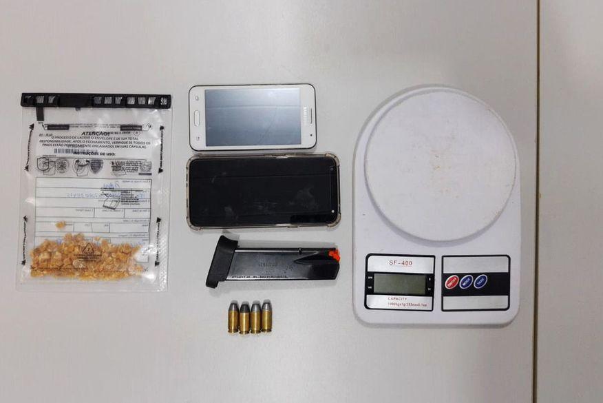 Polícia desarticula ponto de tráfico de drogas em Campina Grande