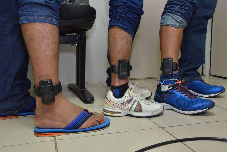 Mulher é presa em Campina Grande por violar o uso da tornozeleira eletrônica