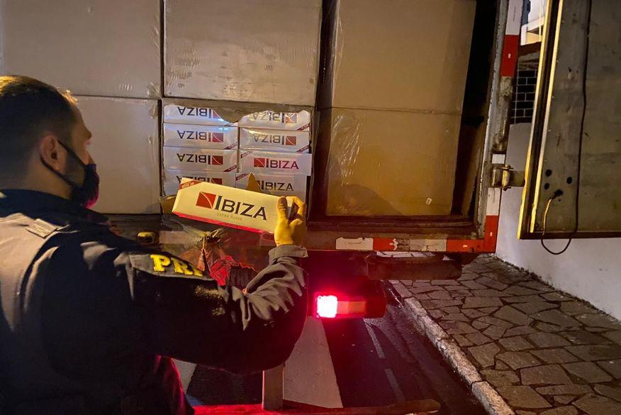 PRF apreende carga de cigarros contrabandeados avaliada em mais de R$ 3 milhões na Paraíba