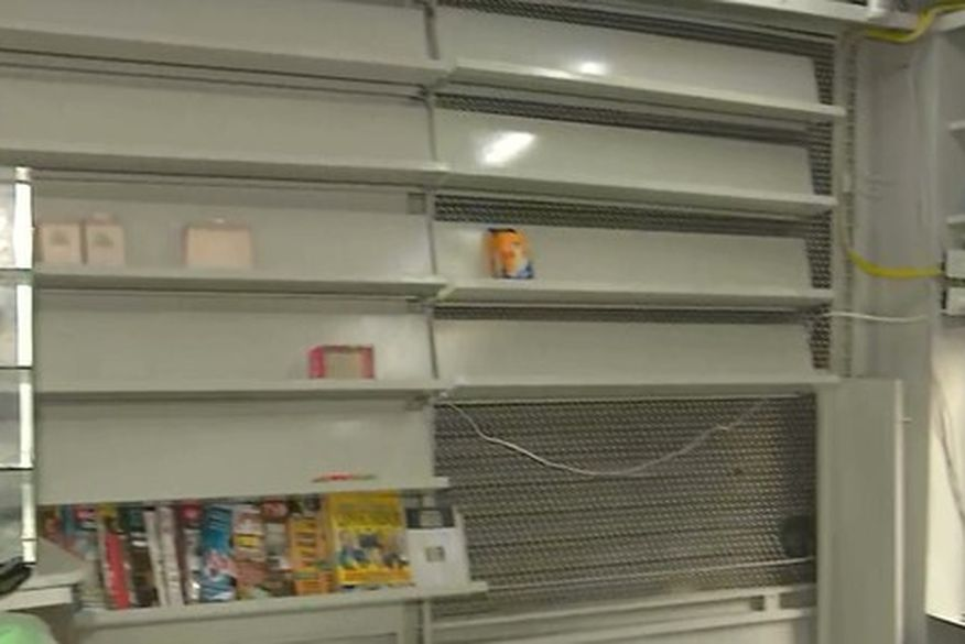 Bandidos arrombam banca de revistas em João Pessoa