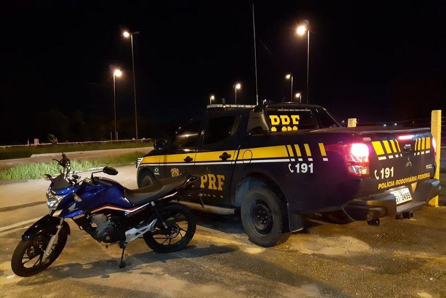 Após uma noite de perseguição e buscas, PRF na Paraíba e PM recuperam moto roubada e prendem homem em Mamanguape