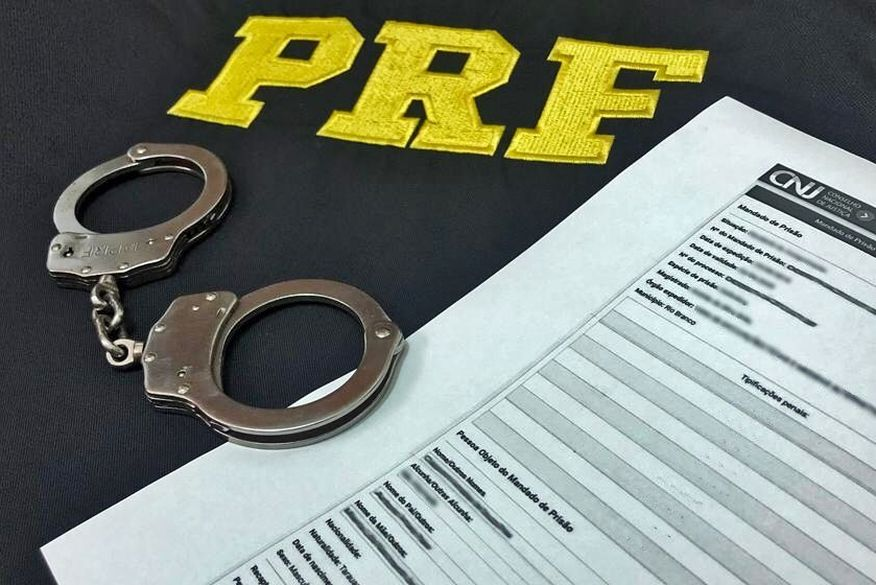 PRF prende em Bayeux homem com mandado de prisão por violência doméstica contra a esposa, violação sexual e ameaça